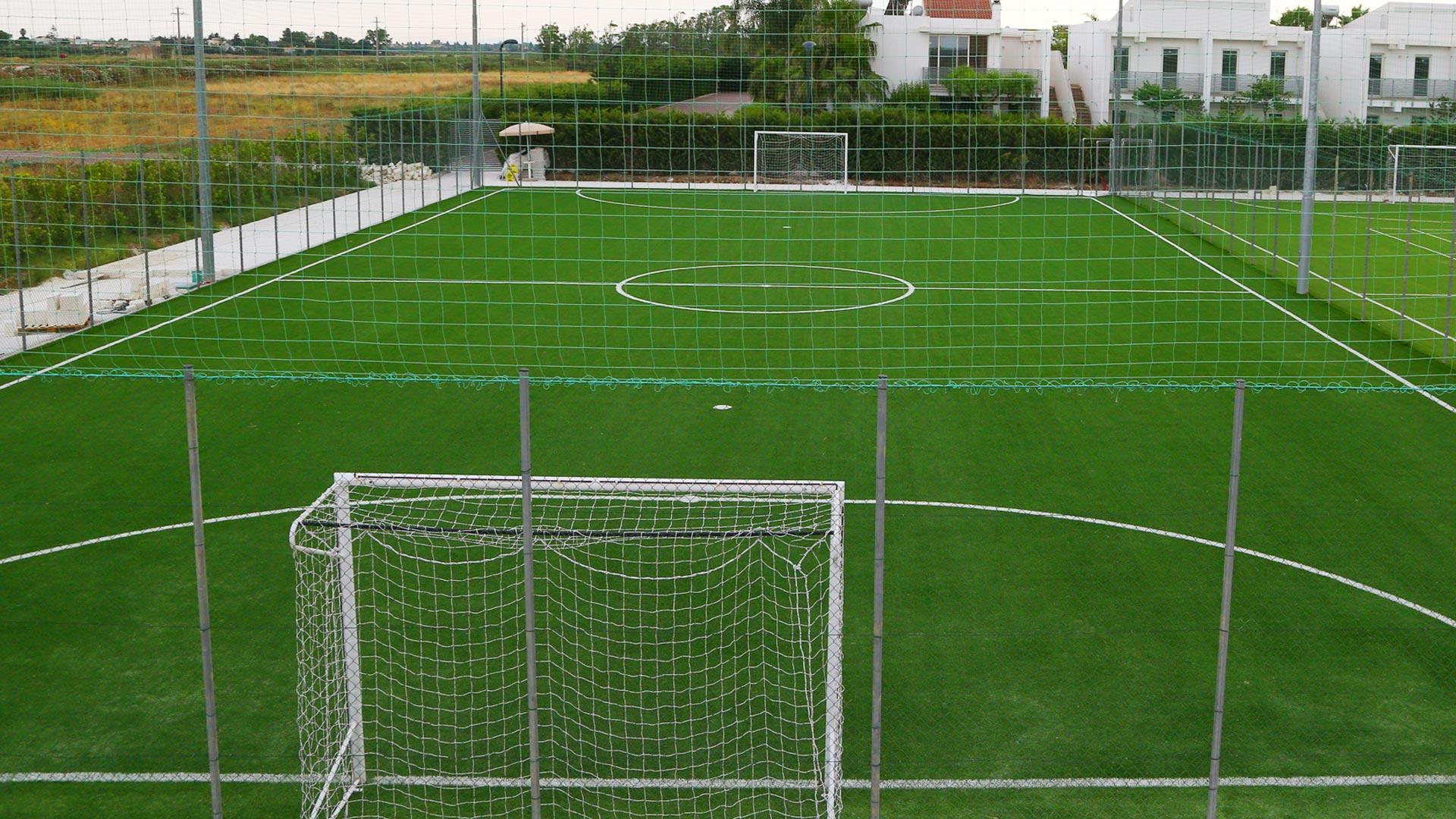 campo-calcio-lungo-giardini-di-zeus